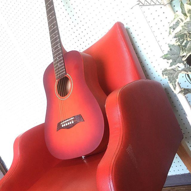 飾ってるギターが前よりかわいくなってる!?名古屋市千種区スタジオエチュード引山店です今日も元気にオープンしましたースタジオのご予約、レッスンのお問い合わせはお電話でお待ちしてまーす♂️ tel 052-760-6607 名二環引山インターからすぐ 守山区 尾張旭市 名東区からのアクセスもしやすいよ♪ #音楽教室 #レッスン #スタジオ #防音室