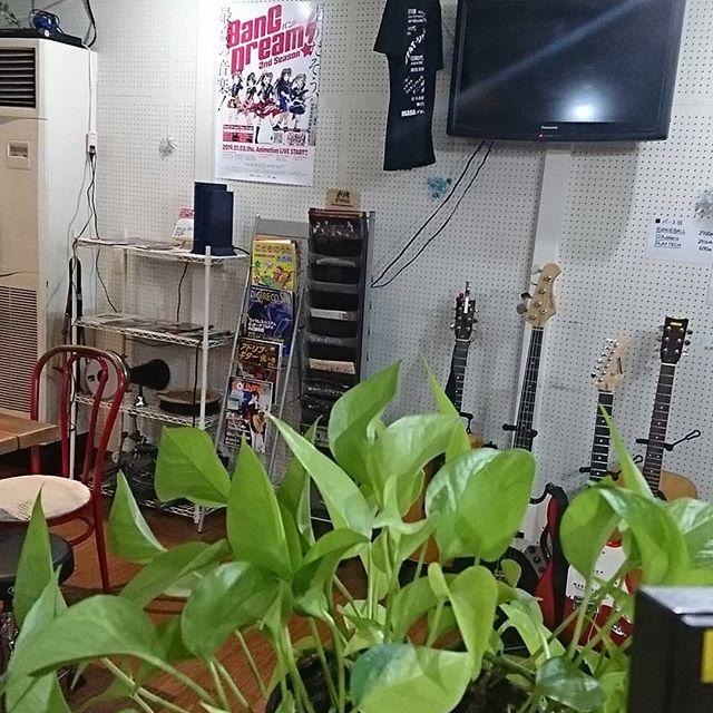 引山店です!クリスマスですが特にネタはありませんでした。。。 #スタジオ #リハーサルスタジオ #名古屋 #千種区 #名東区 #守山区 #尾張旭 #瀬戸 #レコーディングスタジオ #リハスタ #引山 #バンド #音楽 #音楽好きな人と繋がりたい #楽器店 #楽器修理