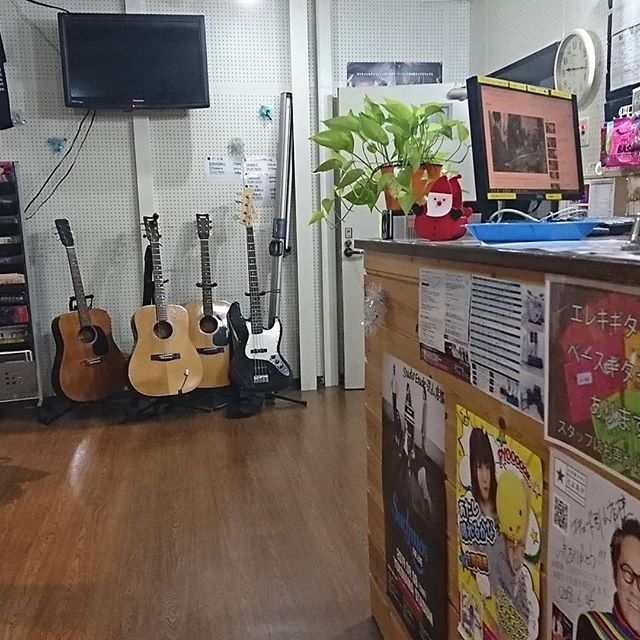 引山店です!寒さもまだまだ続きますが頑張っていきますよ!クーポンの使用等もまだ間に合いますのでお待ちしてます!#スタジオ #リハーサルスタジオ #名古屋 #千種区 #名東区 #守山区 #尾張旭 #瀬戸 #レコーディングスタジオ #リハスタ #引山 #バンド #音楽 #音楽好きな人と繋がりたい #楽器店 #楽器修理