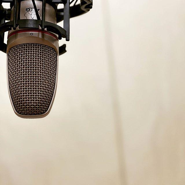 今夜は #レコーディング のお客様がお越しになります♪ソロの弾き語りなどの #rec はなんと2,200円/1hからできます #名古屋市 #千種区 #スタジオ #エチュード #引山 店お電話でお待ちしてまーす♂️ tel 052-760-6607 #格安レコーディング #レコーディングスタジオ
