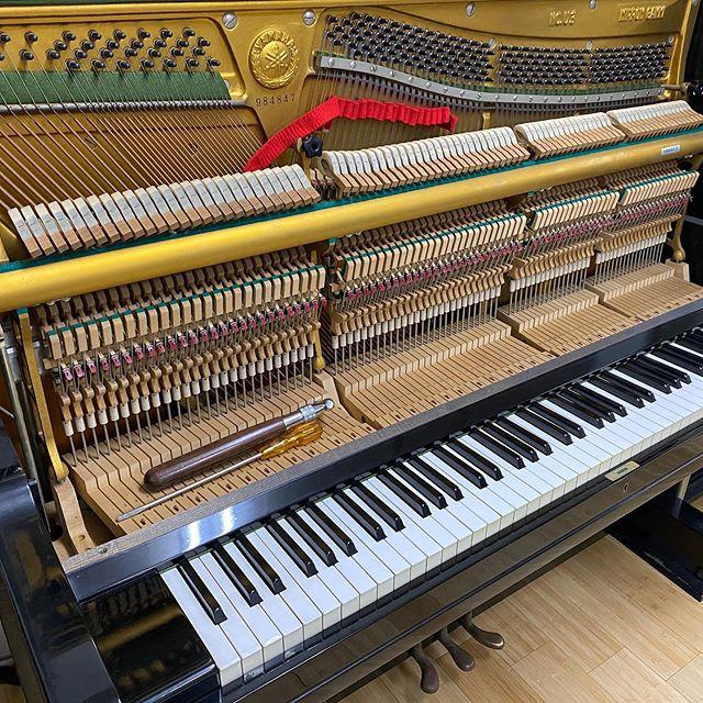 今日は朝から #アップライト #ピアノ の #調律 していただきました♪これでバッチリ!!! ピアノ使用料しばらく #無料 で開放いたします #髭男 のコピバンの方々 #pretender PV再現できるよ #名古屋市 #千種区 #スタジオ #エチュード #引山 店です今日も元気にオープンしましたー