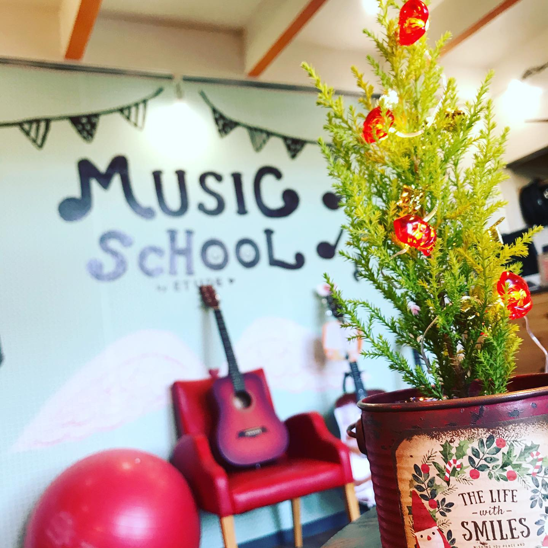 今日から12月ですね。もう今年も残すところあと一ヶ月となりました。12月も休まず営業しておりますので、是非一度遊びに来てくださいスタジオのご予約、お問い合わせはこちらまでお願いします。tel 052-760-6607#名古屋市千種区 #香流橋東 #インスタスポット#コロナ対策 #スタジオ #音楽スタジオ #安い音楽スタジオ #格安音楽スタジオ #激安音楽スタジオ #リハスタ #リハーサルスタジオ #ライブ配信 #生配信 #17live #17ライブ #17ライブ配信 #イチナナ #イチナナ配信 #インスタライブ #インスタ配信 #レコスタ #レコーディングスタジオ #音楽教室 #個人練習 #バンド練習 #レンタルオフィス #レンタルスペース #musicstudio