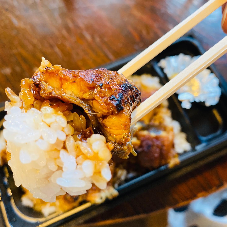 土用の丑ϵ( 'Θ' )϶ヨシカネタクロウ本日お店番させていただいております♂️お差し入れで頂いちゃいましたいつもありがとうございます#うなぎ #水徳 #差し入れ #japanesefood #unagi